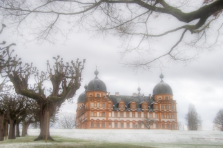 Schloss Seehof nebelig im Winter
